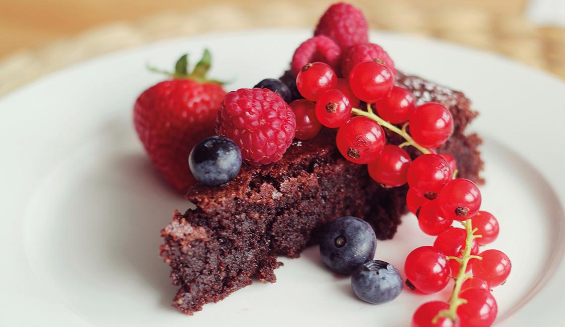 Glutenfreier Schokoladen-Beeren-Kuchen